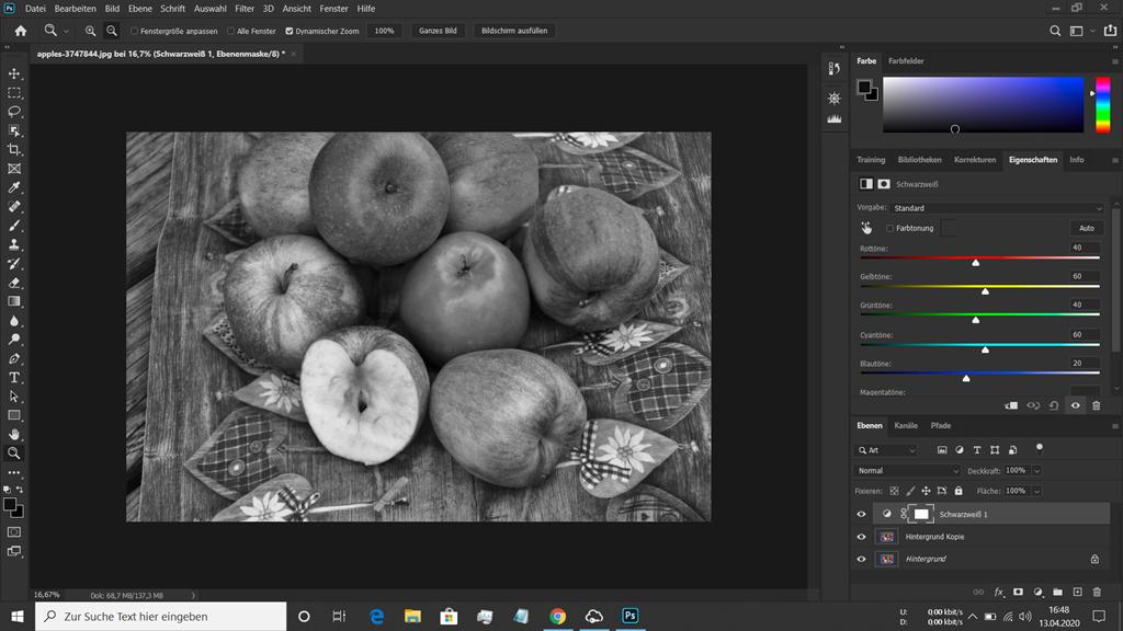 Rote und grüne Äpfel in Photoshop zu Schwarz Weiss umgewandelt