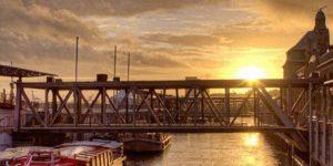 Sonnenuntergang an den St. Pauli Landungsbrücken