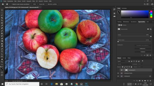 Bild roter und grüner Äpfel in Photoshop geladen